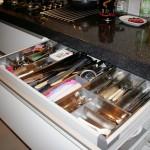 8 nowoczesna kuchnia w kamienicy szuflada z organizatorem