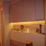 2 meble łazienkowe wykończone szkłem i aluminium szafki górne ze zintegrowanym oświetleniem