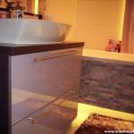 5 meble łazienkowe wykończone szkłem i aluminium szafka pod zlewem