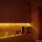 6 meble łazienkowe wykończone szkłem i aluminium szafki górne ze zintegrowanym oświetleniem