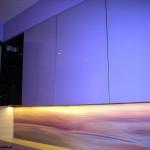 7 meble łazienkowe wykończone szkłem i aluminium szafki górne ze zintegrowanym oświetleniem