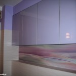 8 meble łazienkowe wykończone szkłem i aluminium szafki górne ze zintegrowanym oświetleniem